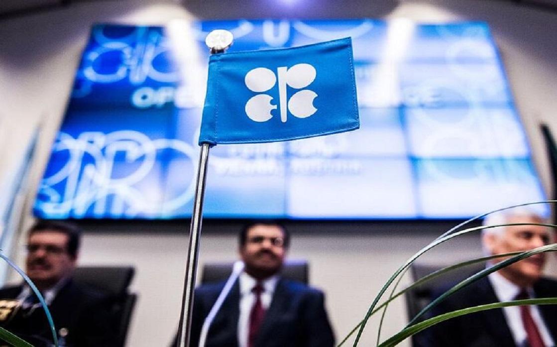 النفط يهبط في تحركات متقلبة مع سعي المستثمرين لفهم موقف أوبك