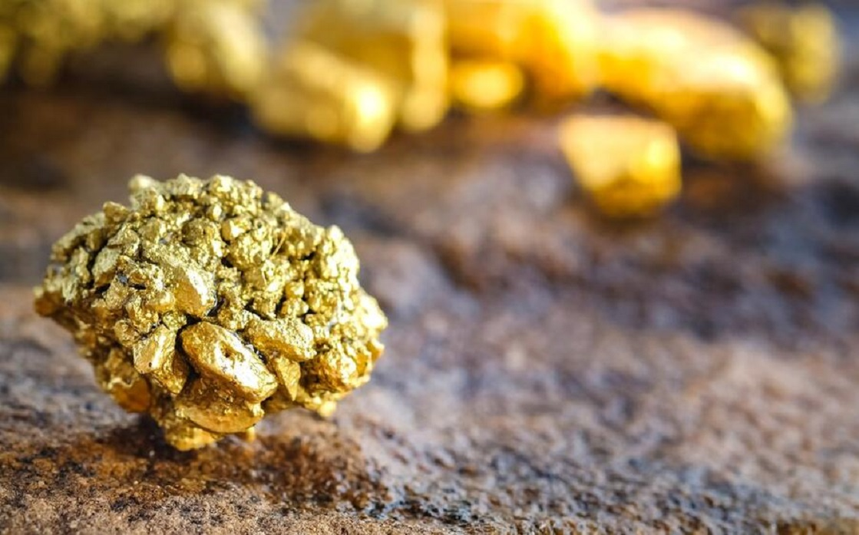 الذهب يسجل أقل مستوى في أسبوع مع ارتفاع العائدات قبل بيان الفدرالي الأميركي