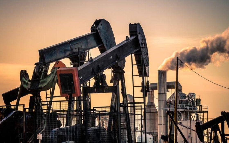 النفط يهبط أكثر من 4% مع تأجيج زيادة المخزونات الأميركية مخاوف فائض الإمدادات