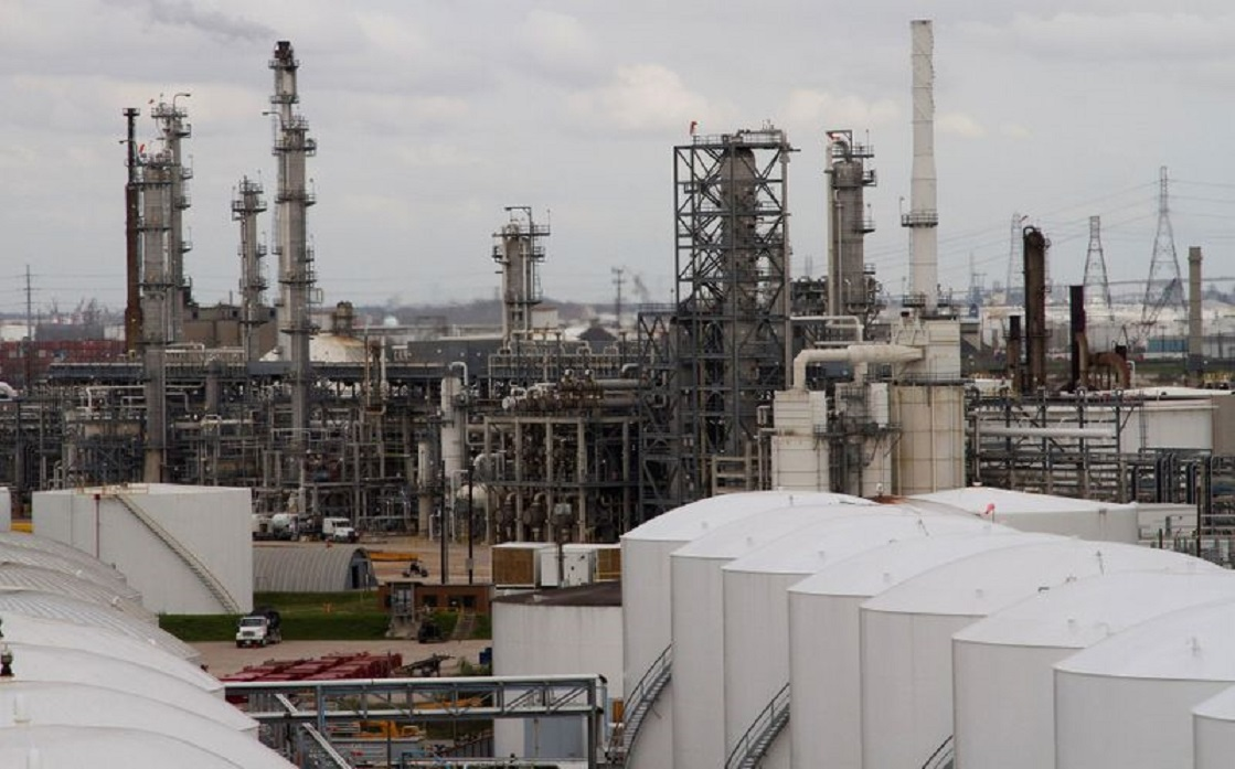 Official report: US crude inventories suddenly rise and fuel falls
