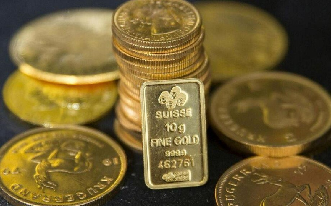Gold falls due to the rise of the dollar and expectations of easing US stimulus