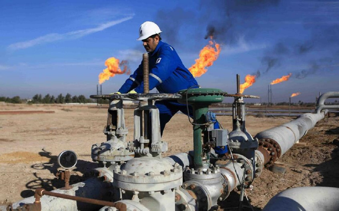 Oil prices are rising about 1%, supported by expectations that OPEC + will maintain production cuts