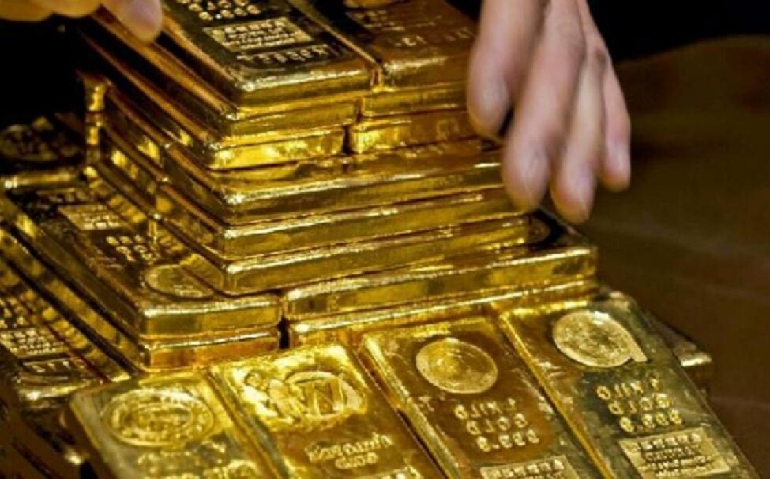 Gold jumps over $ 1,800 as bond yields and the dollar decline