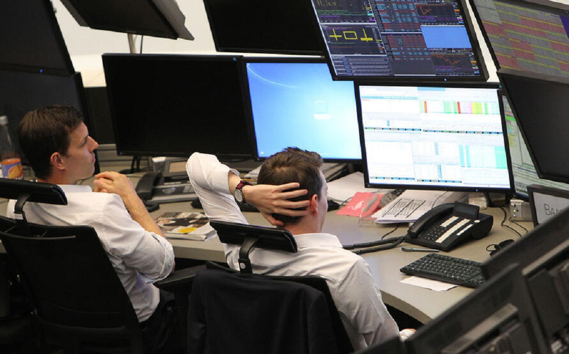 European shares fall 2% to their lowest level in a week due to the collapse of the technology sector and Chinese fears