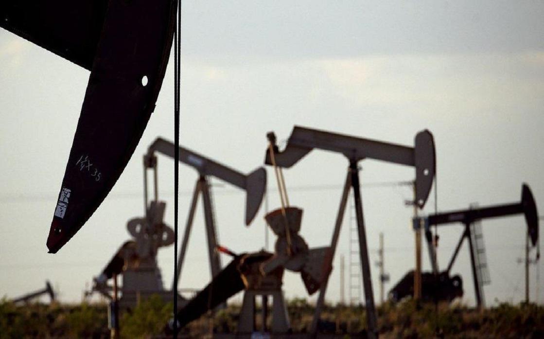 النفط يهبط بعد تشكيك وكالة الطاقة في تعاف سريع للطلب