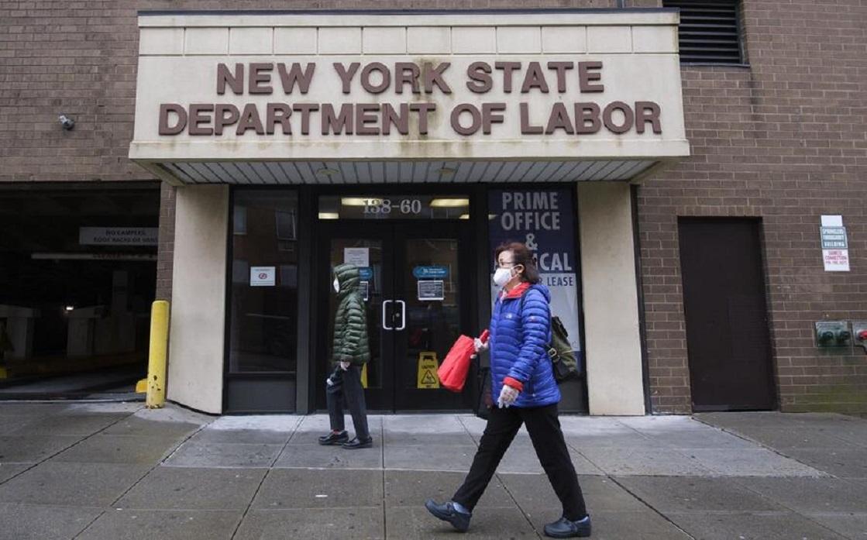 طلبات إعانة البطالة في أميركا تسجل 373 ألف طلب مقابل توقعات بتسجيلها 350 ألف طلب