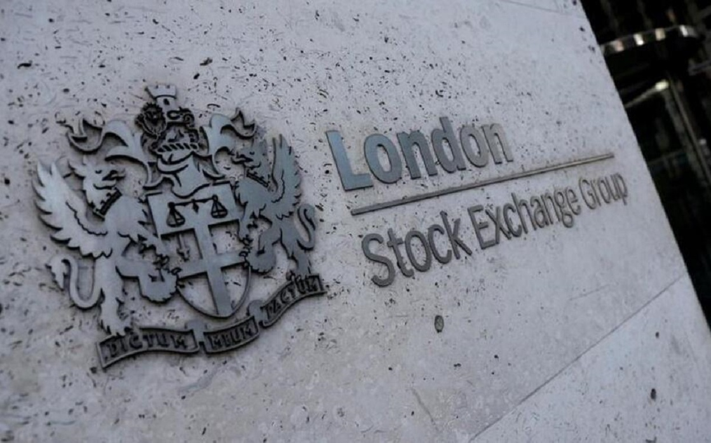 European stocks hover near all-time highs
