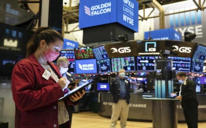 US stocks rebound after two-day decline, Netflix plummet