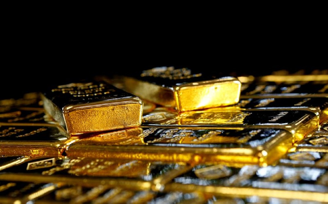 Gold jumps 2% on the support of the falling dollar and bets on stimulus