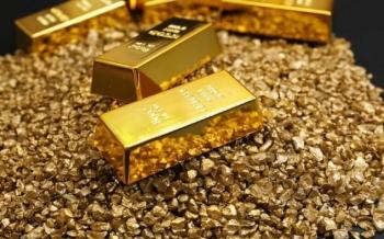 الذهب يهبط بفعل جني الأرباح؛ ورهانات التحفيز تكبح الخسائر