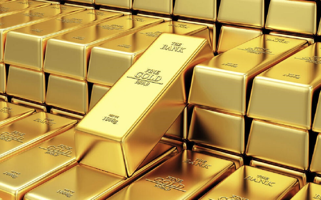 Gold falls off a month's top as the dollar rises and US yields